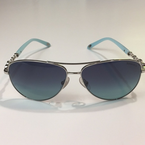 9c27b619f893 New Tiffany   Co. Infinity Aviator Sunglasses. M 5b1d27cd7386bc47c7257b68